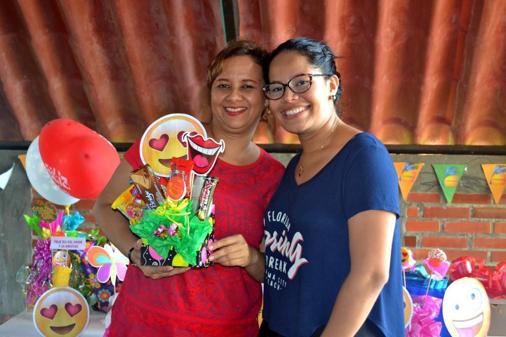 Kenia Hernandez de la Ossa junto a Loraine Maffiold