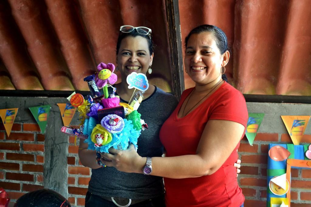 Marcela Pereira Duarte (Subdirectora Técnica de Fundesmag) con Nanning Payares (Aux.Contable)