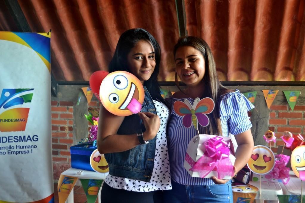 Ruth Barrios (Auxiliar Contable) junto a Mayra Galvan (Contadora)