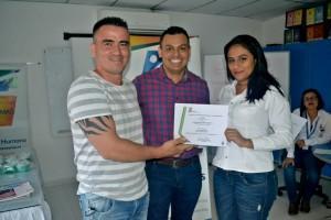 Alexander Olarte Microempresario de Fundesmag, Gerson Silva Coordinador de DSE, Ruth Barrios Trabajadora de Fundesmag