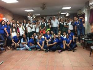 Foto grupa con estudiantes del colegio ciudadela y estudiantes de la técnica laboral en apoyo comunitario