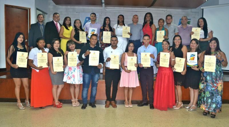 foto grupal ceremonia de graduaciópn