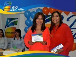 Coordinadora de CYC Martha Pereira  recibiendo reconocimiento por parte de la Directora Ejecutiva de fundesmag Dra.Elsy Isabel Machacado Sarmiento